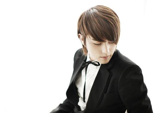 تقرير كامل عن الفرقة الكورية ze;a Heechul