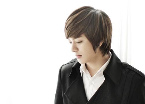 تقرير كامل عن الفرقة الكورية ze;a Junyoung
